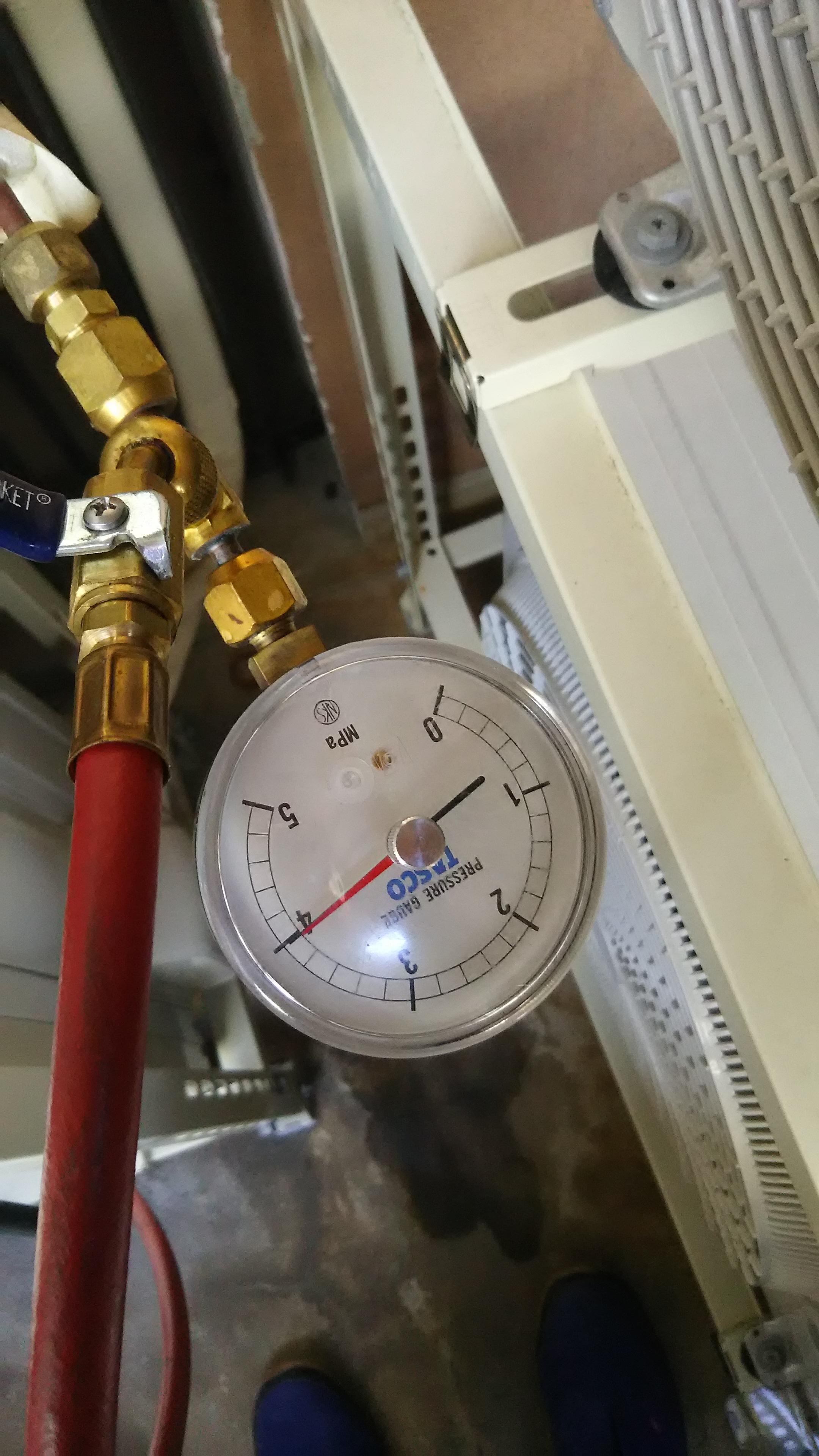 室外配管の圧張りテスト後
