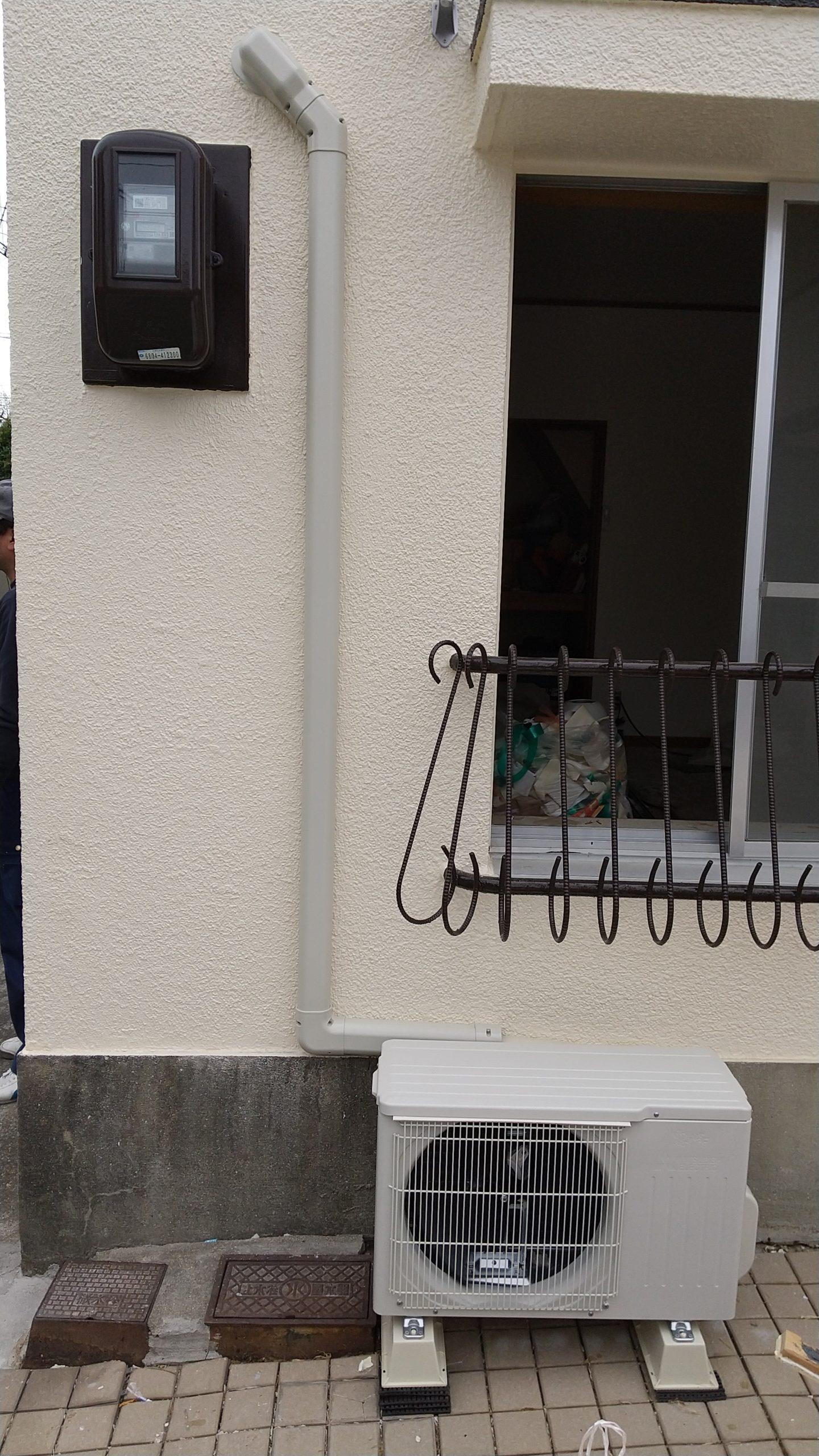 得意先の電気屋さんよりエアコンの取り付け工事を頂きました。