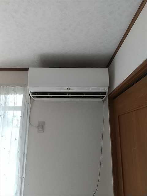エアコンの移設工事をさせて頂きました。