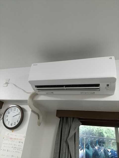 エアコン取替え工事です。